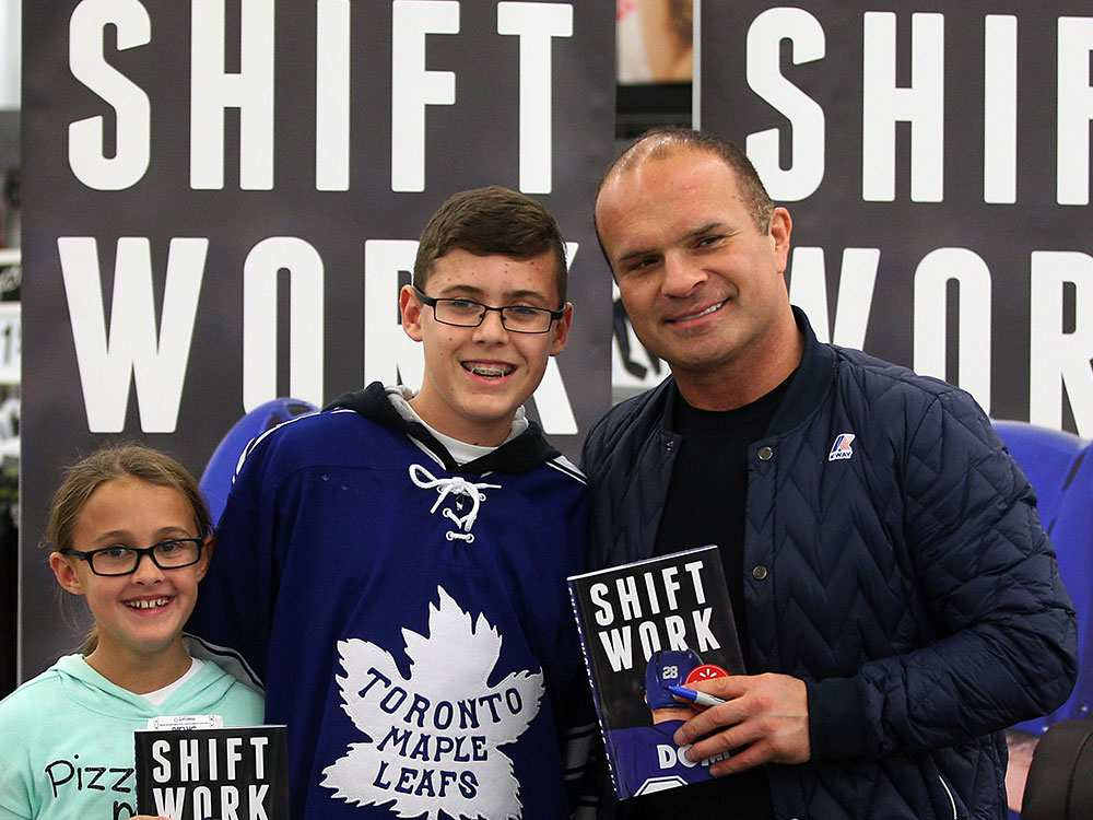 Former Maple Leafs tough guy Tie Domi hits Windsor Walmart